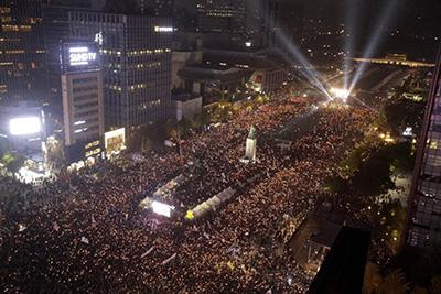 تظاهرات گسترده در کره جنوبی با درخواست  استعفای رئیسجمهور