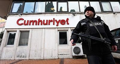 صدور حکم رسمی بازداشت ۹ تن اعضای روزنامه «جمهوریت» ترکیه