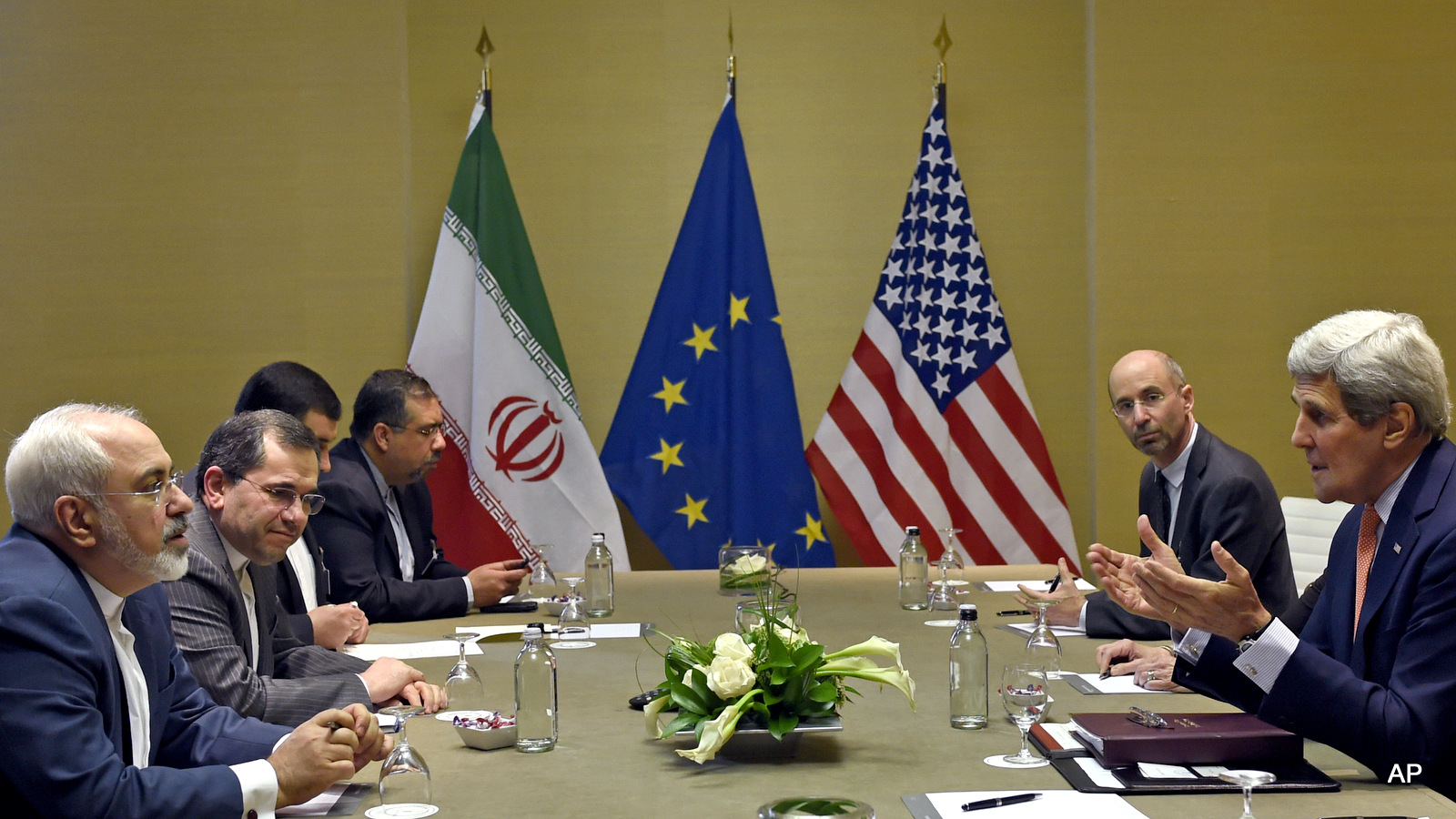 U.S. Secretary of State John Kerry, right, during official talks with Iranian Foreign Minister Mohammad Javad Zarif, left, in Geneva, Switzerland, Saturday, May 30, 2015.  Top U.S. and Iranian diplomats are gathering in Geneva this weekend, hoping to bridge differences over a nuclear inspection accord and economic sanctions on Tehran. (AP Photo/Susan Walsh, Pool)