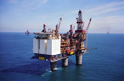بررسی مشکلات حقوقی حاصل از استخراج نفت در دریاها
